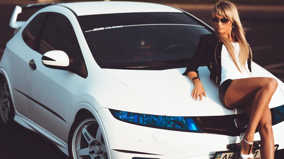 Honda Civic VIII, dziewczyna z samochodem