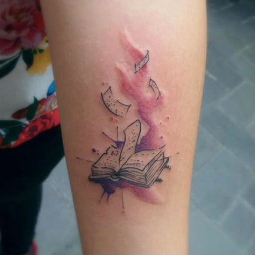 Esta aquarela livro de tatuagem