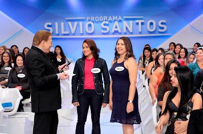 Na foto: Silvio Santos, a vencedora de R$ 1 milhão, Sandra, e a cunhada Vanderclea. Crédito: Lourival Ribeiro/SBT