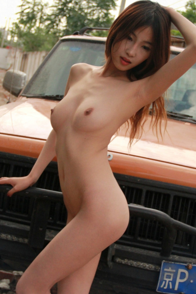 Chinese Double Naked Model Outdoor Photoshoot 美模 秋雪 雙人