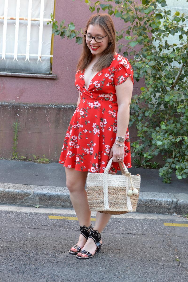 la petite robe rouge fleurs les petites choses du monde de chacha blog mode lifestyle. Black Bedroom Furniture Sets. Home Design Ideas