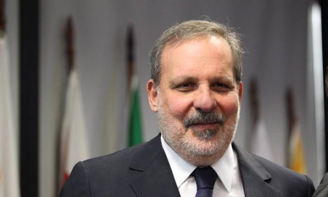 POLÍTICA: Armando Monteiro assume a liderança do PTB no senado.