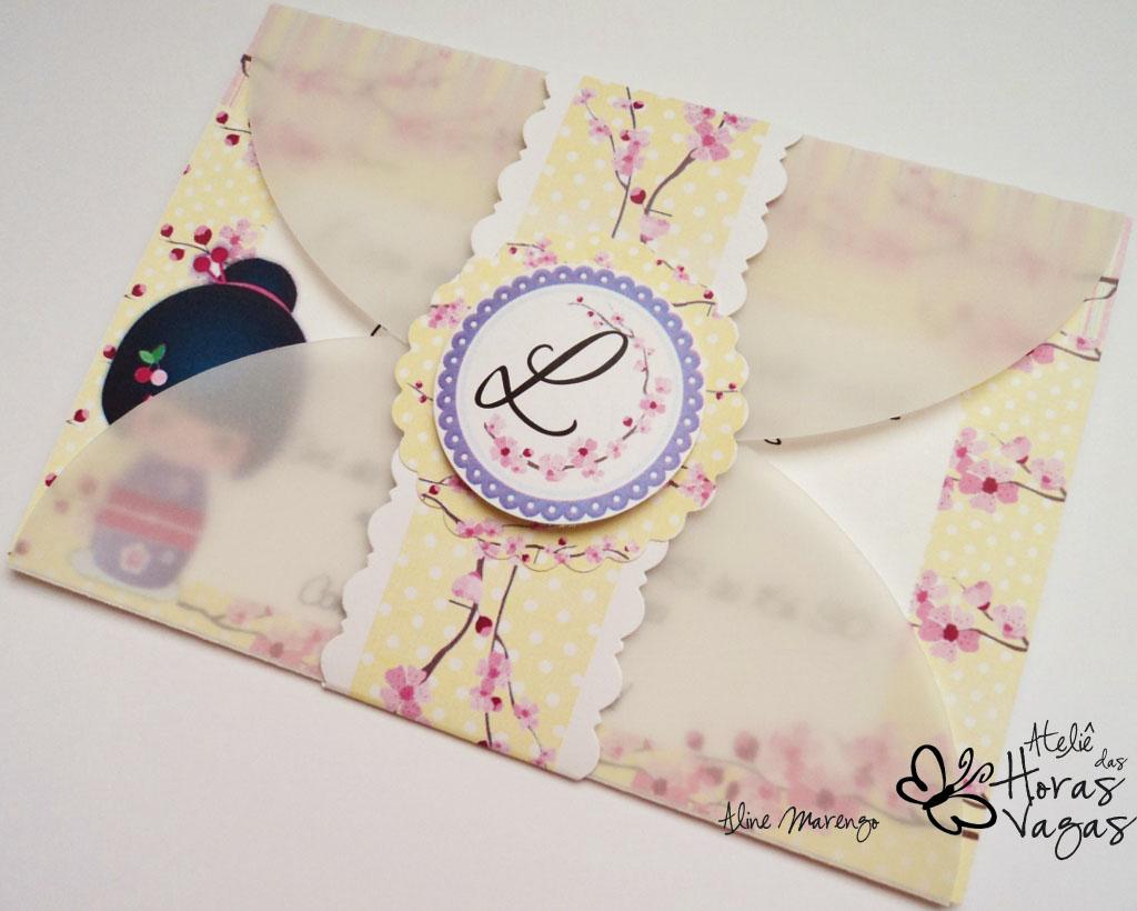 convite artesanal infantil oriental kokeshi flor cerejeira sakura 1 aninho menina provençal bebê amarelo lilás