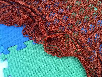 Knitter S Pride Tutorial Wet Blocking A Lace Shawl