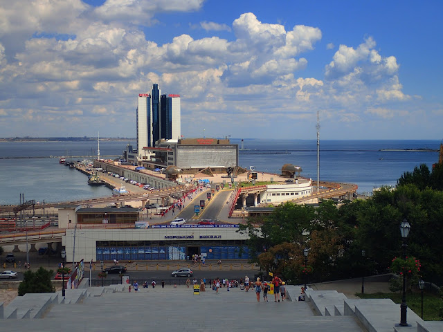 Port morski w Odessie widziany ze Schodów Potiomkinowskich