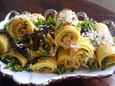 Recipe : Khandvi (with coconut and coriander filling)