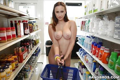 Cewek Telanjang Lagi Belanja Di Supermarket