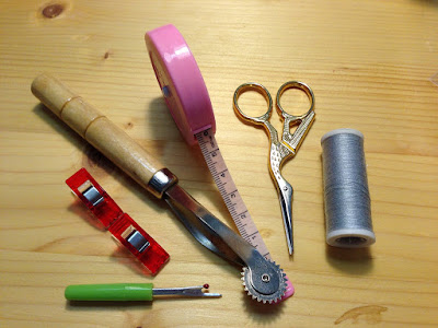 How to Pack a Handy Sewing Kit