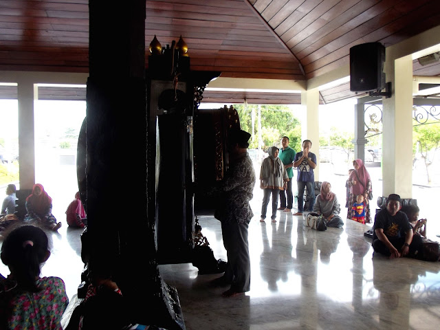 Beduk Masjid Agung Demak Bertalu