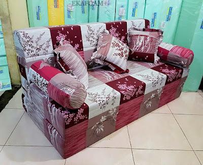 Sofa bed inoac motif padi merah maroon