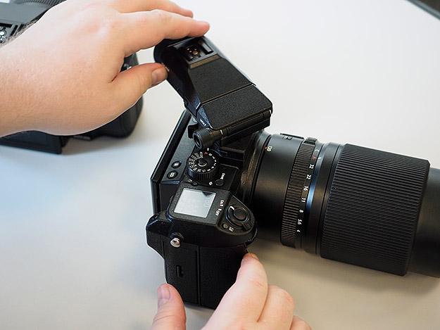 Камера Fujifilm GFX 50S, поворотный видоискатель (Imaging Resource)