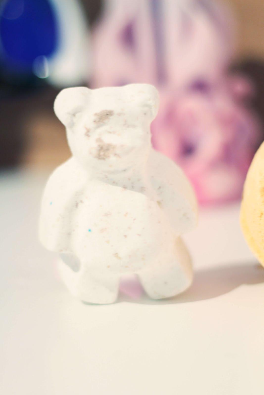 lush christmas butterbear bath bomb