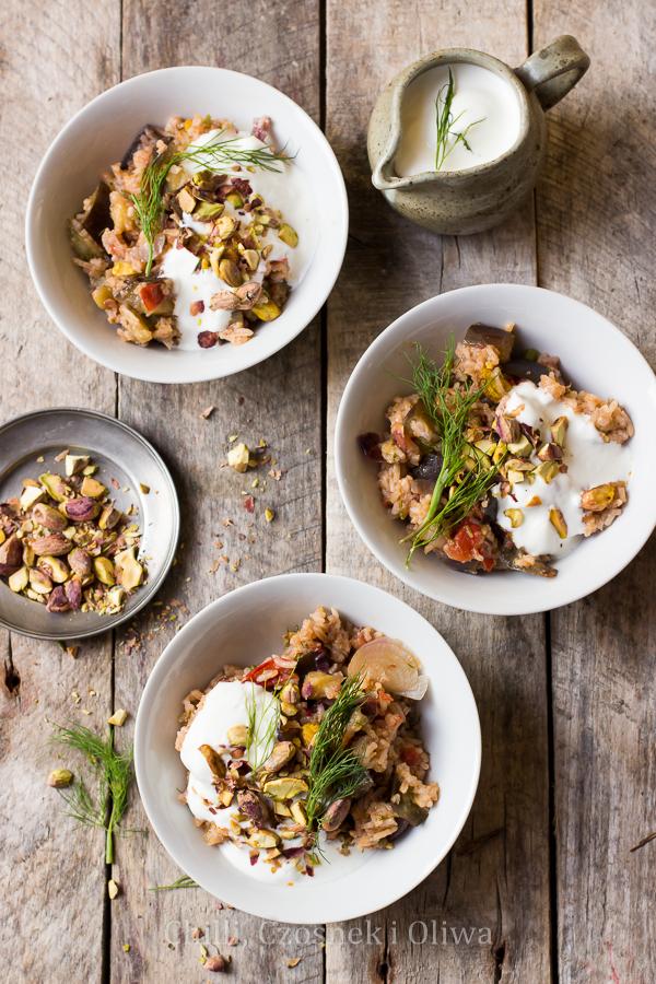 Pilaw z bakłażanem, cynamonem i pistacjami