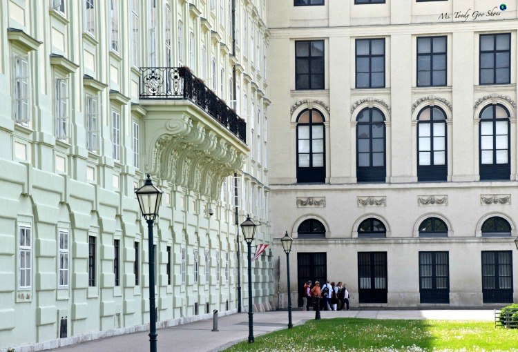 Hofburg Palace: Vienna's old town intoxicates visitors with its grandiose architecture! | Ms. Toody Goo Shoes #hofburgpalace #vienna #austria #danuberivercruise