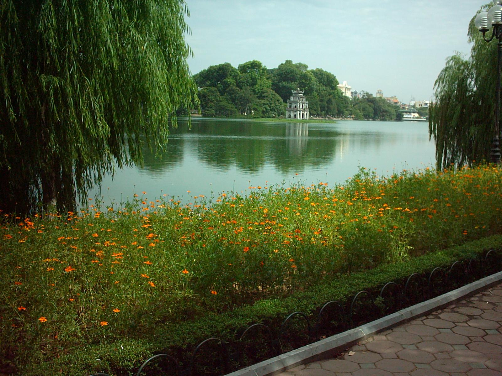 Nắng đẹp Hồ Gươm