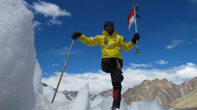 Pendaki Satu Kaki Dari Indonesia