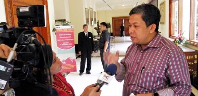 Pedas! Sindiran Fahri Hamzah Terkait Latihan TNI dengan FPI yang Dipermasalahkan : Kalau ngga Latih Bela Negara, Bela Siapa dong? Masa Suruh Bela Ahok