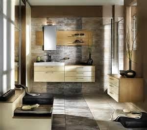 Salah satu cara membuatnya adalah dengan desain interior kamar mandi paling nyaman menurut Anda. Bisa di mulai dari penyusunan tempat bathtub, shower, dkk