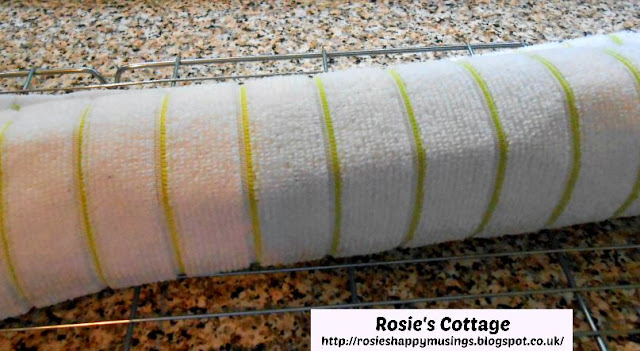 Super Yummy Chocolate Swiss Roll: Once rolled, leave to cool for 10-15 minutes.