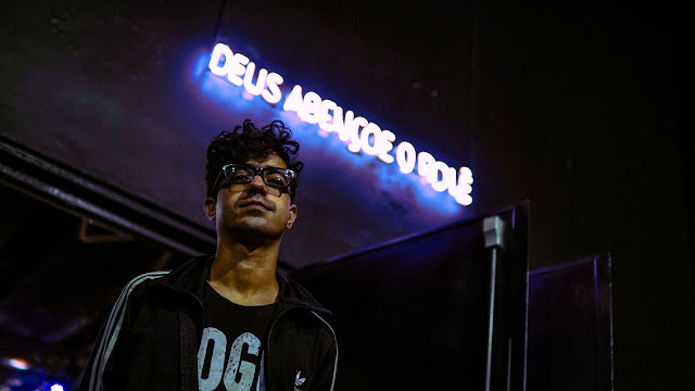 """Dieguito Reis lança lyric video de """"Aqui Não é Montevidéu"""""""