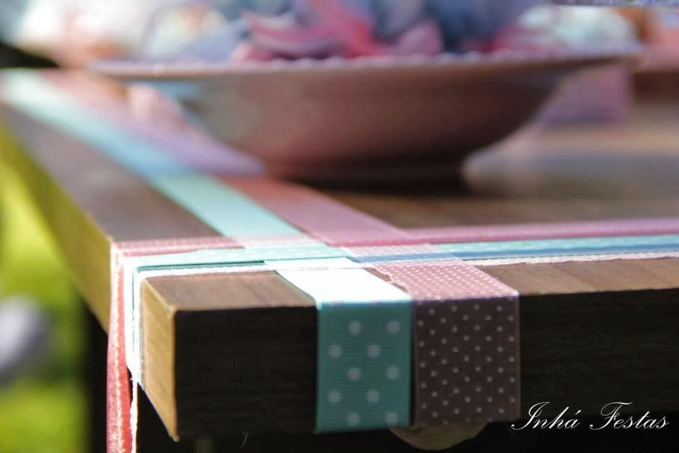 festa-decoracao-romantica-mesa-bolo-fitas
