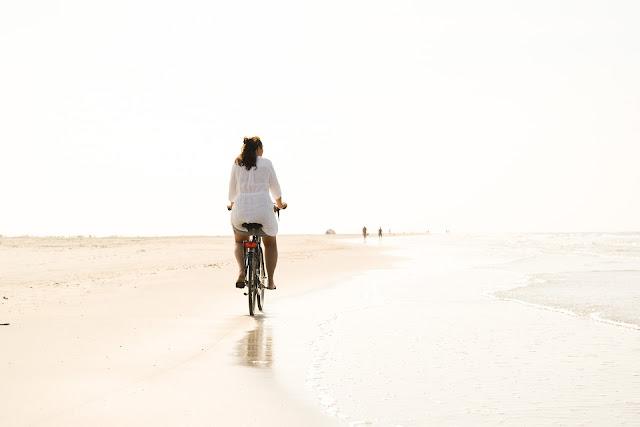 andar de bicicleta na praia multa
