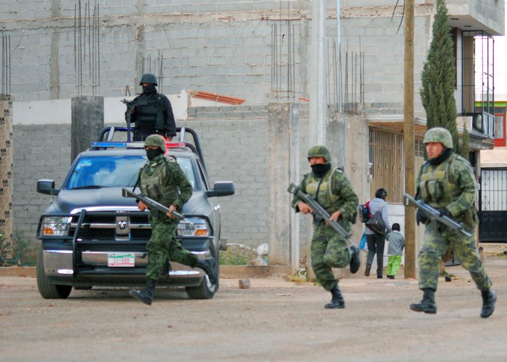 (VIDEO) CJNG Y CDN SE ENFRENTAN EN TIROTEO HACIENDO UNA NOCHE DE INFIERNO PARA POBLADORES DE NOCHISTLÁN.