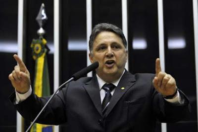 TSE revoga prisão de Anthony Garotinho