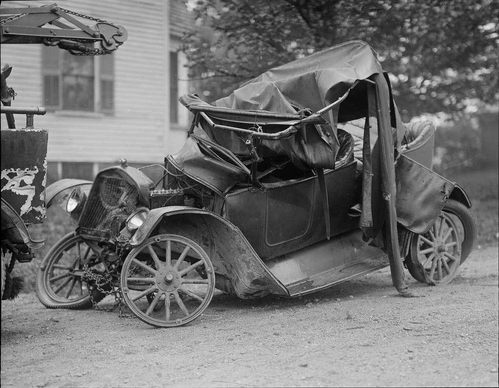 Reaganite Independent: Vintage Car Wrecks