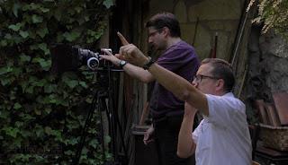 Carlos Ferragut con cámara preparada y Juan Figueroa dando orden de acción