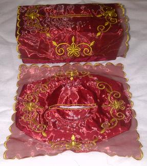 souvenir tempat tisu bordir, souvenir tempat tisu dari kain, souvenir tempat tisu kain, souvenir tempat tisu murah, souvenir tempat tisu organdi,