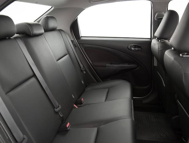 Toyota Etios Sedã 1.5 Automático 2017 - espaço traseiro