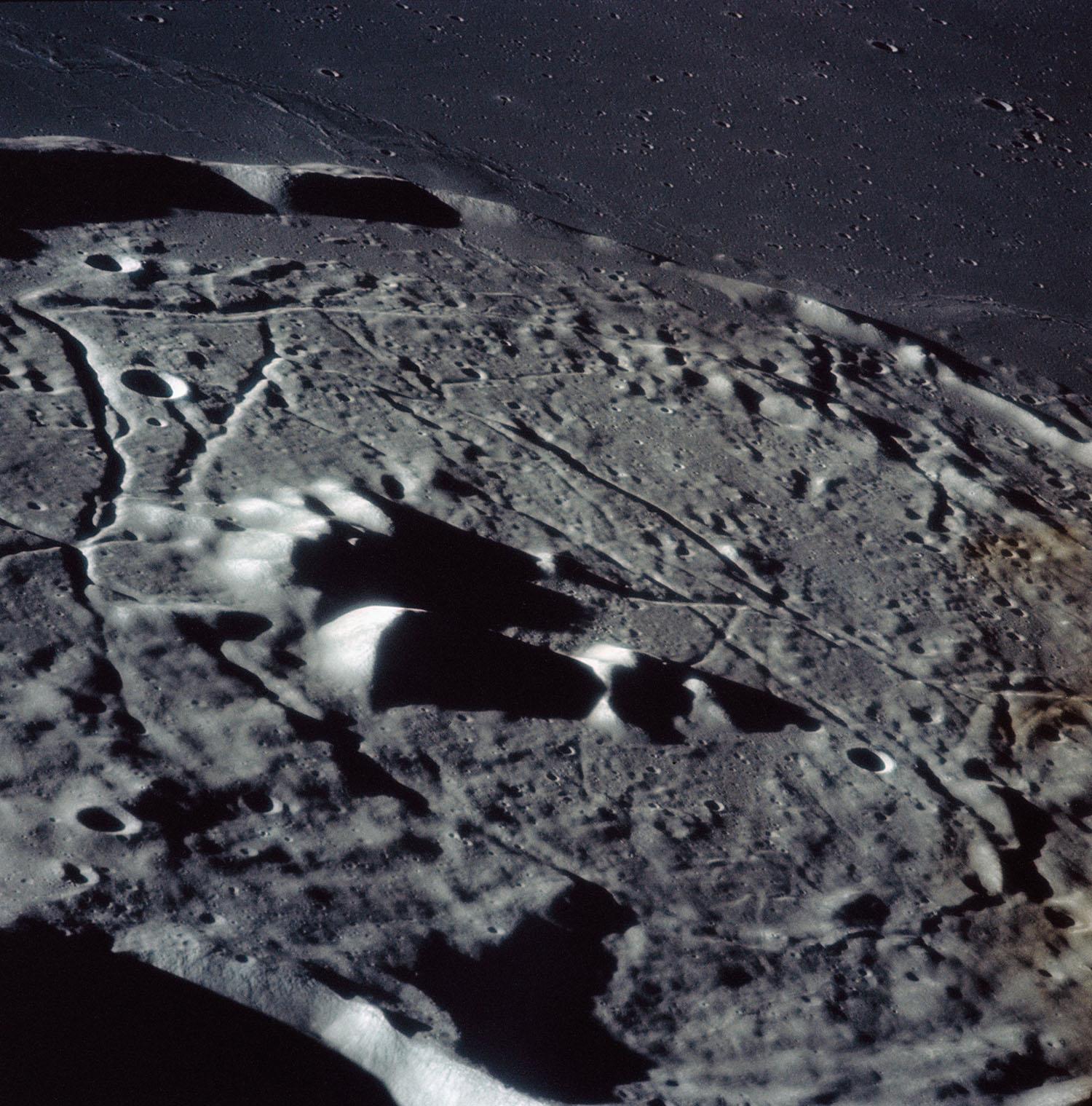 Аполло́н-16 Поверхность Луны
