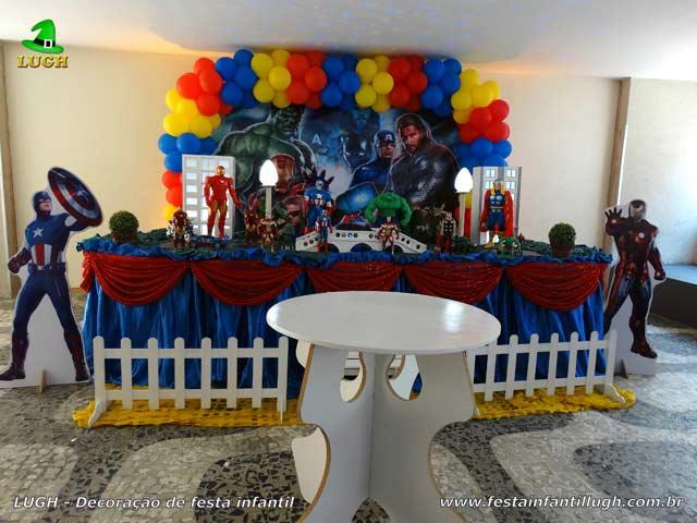 Decoração de mesa para aniversário infantil com o tema Os Vingadores - Tradicional luxo