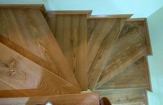 mặt bậc cầu thang gỗ ghép Tần Bì