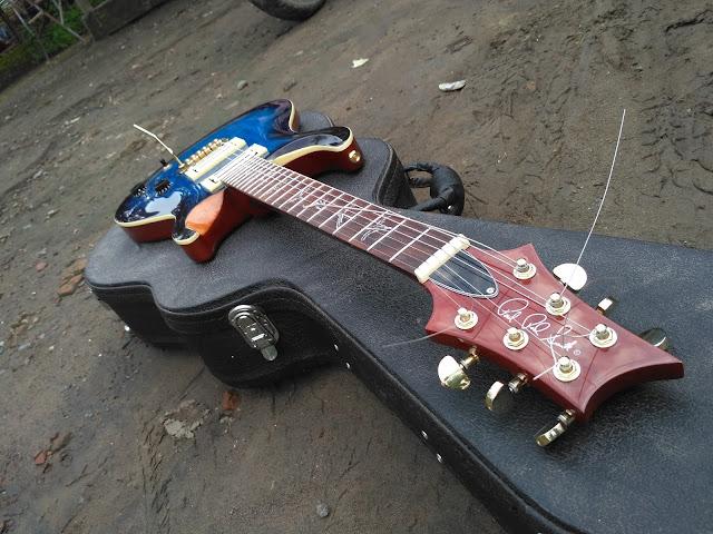gitar custom terbaik