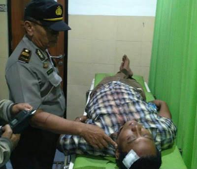 Nyalib Tak Diberi Jalan, 9 Penumpang Pick Up  Hajar  Supir Truk