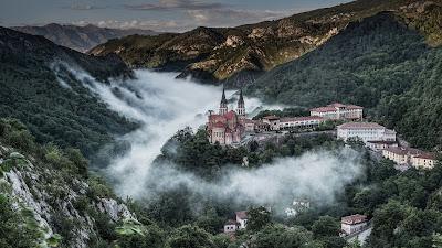 http://webcamsdeasturias.com/asturias/oriente/cangas-de-onis/covadonga/covadonga/80/
