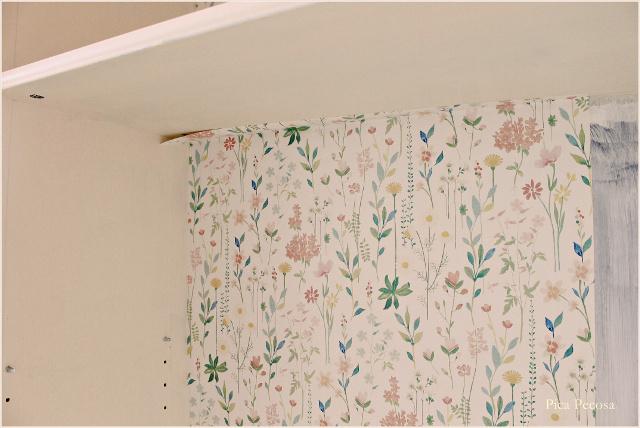 como-restaurar-estanteria-ikea-markor-chalk-paint-papel-pintado-colocar-papel