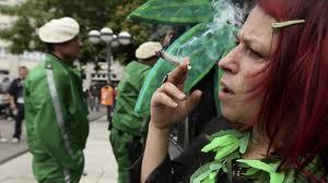 Resultado de imagen de fumar porros