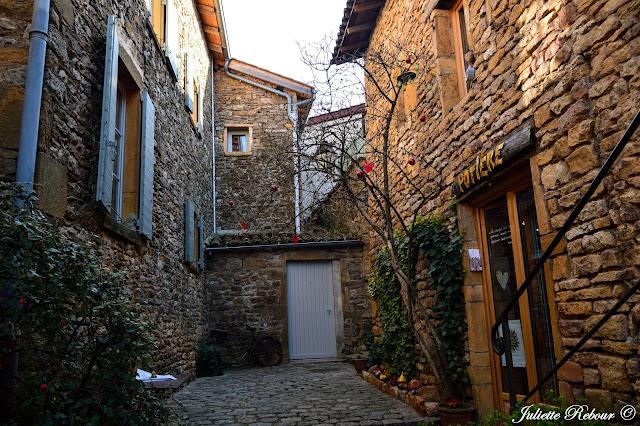 Ruelles de pierres dorées du Beaujolais