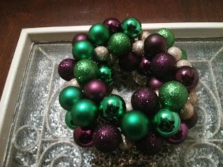 Karácsonyi ajtódísz, koszorú gömbökből