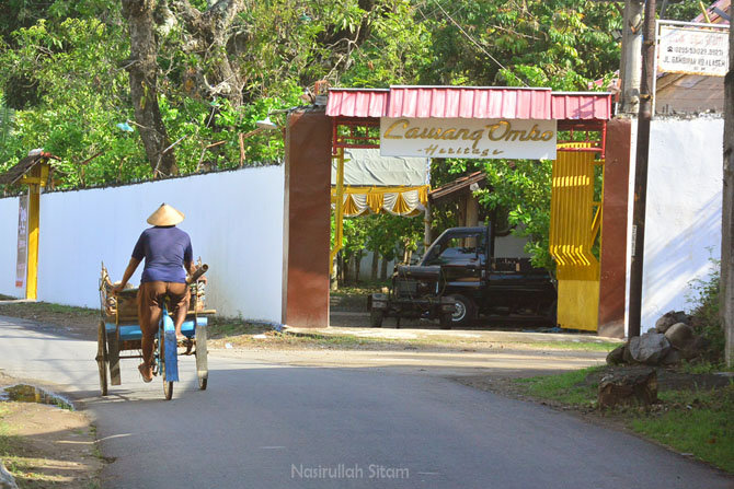 Gerbang rumah Lawang Ombo di Lasem