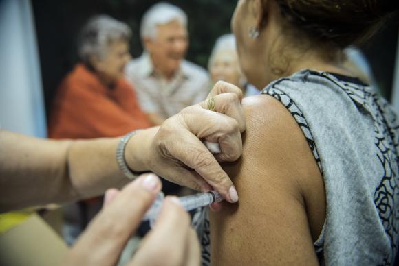Campanha nacional de vacinação contra a gripe inclui profissionais de educação no grupo prioritário