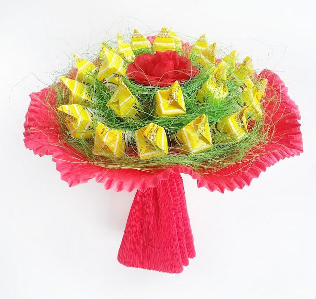 Słodki bukiet z cukierków krówek walentynki