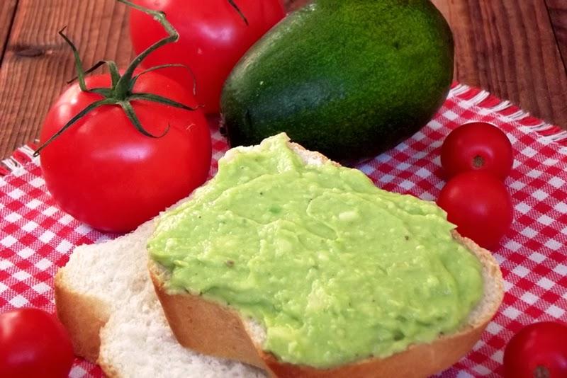 http://www.caietulcuretete.com/2013/12/pasta-de-avocado.html