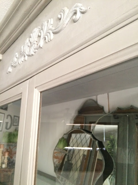 Check out the white wax accents with the DIY Beadboard White back boards