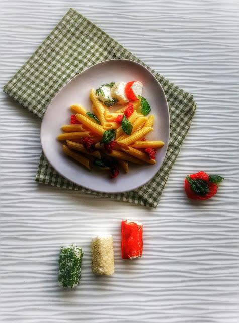 insalata di pasta con pomodorini secchi basilico fritto e caprini