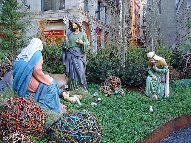 مغارة الميلاد في الهواء الطلق في برشلونة، إسبانيا.