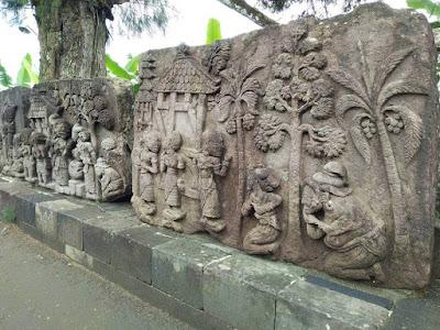 foto relief di candi sukuh